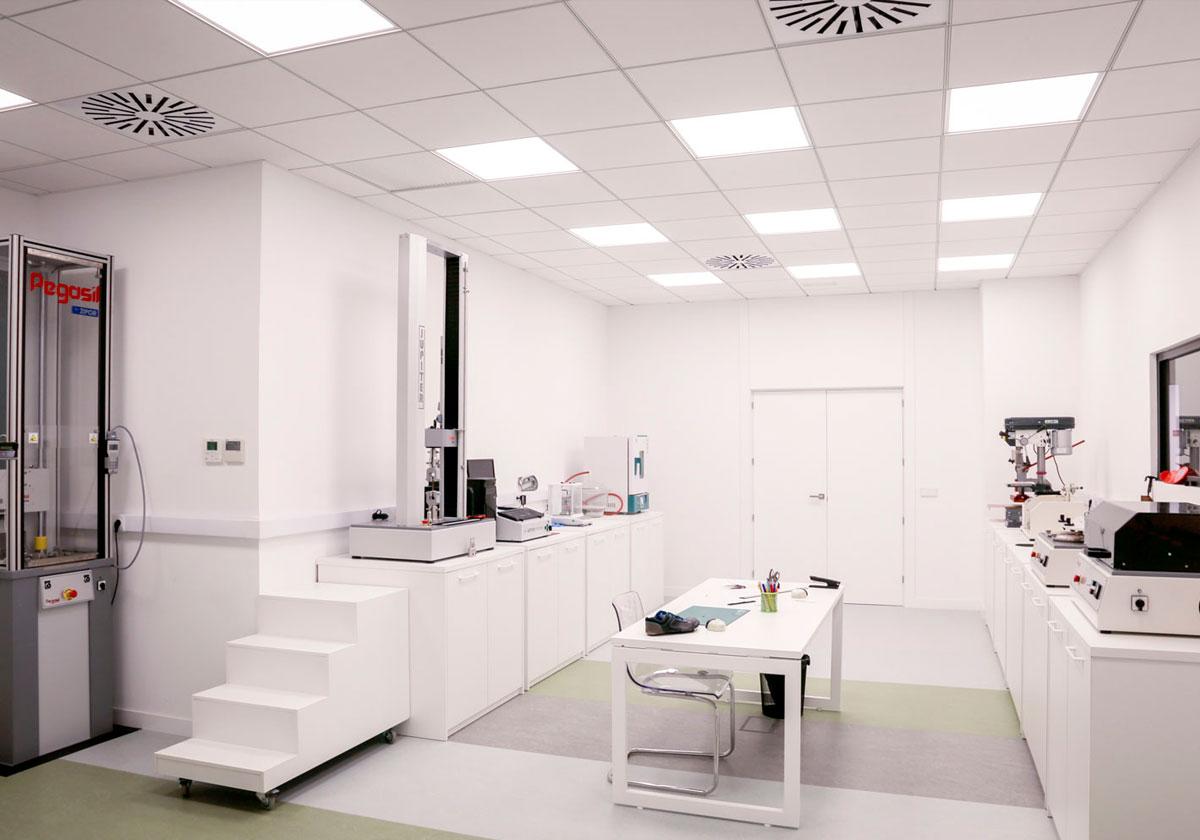 Laboratorio de Ensayos y pruebas de calzado laboral de Paredes Seguridad