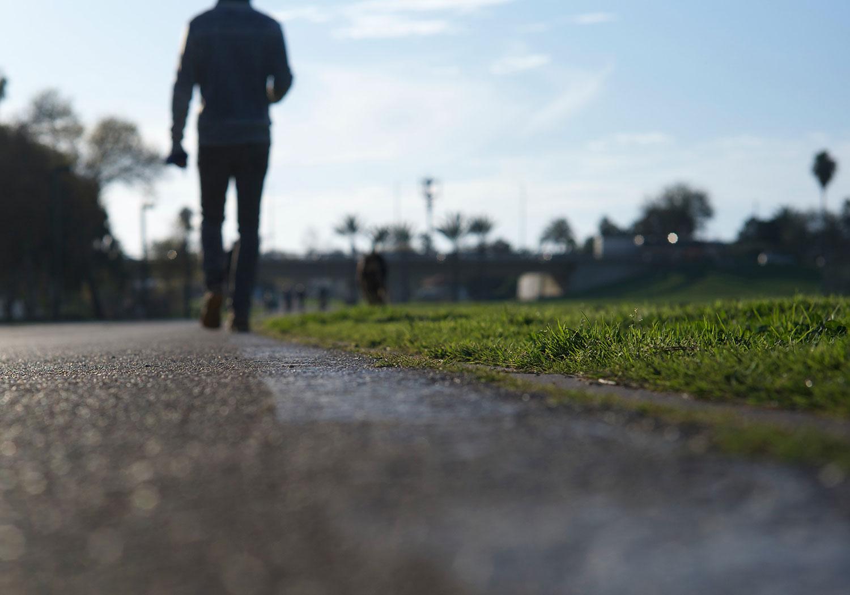 beneficios de ir caminando al trabajo blog paredes seguridad